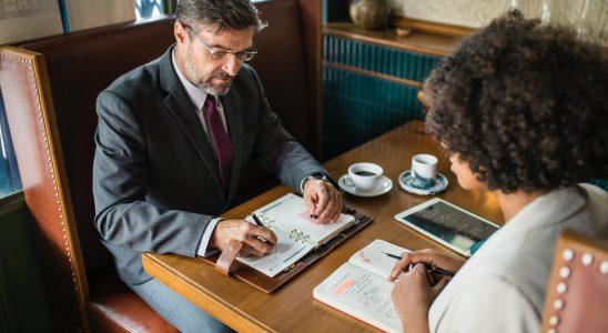Devenir hôtesse d'accueil : préparation à l'entretien